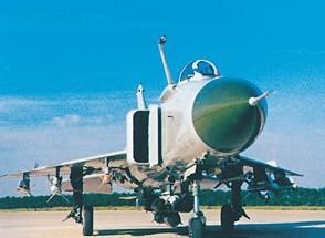 我国自行研制的第一种受油机——歼-8D飞机