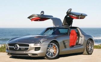 奔驰SLS AMG跑车于2010年登陆中国市场,同时这款新车也在北京车展上国内首发